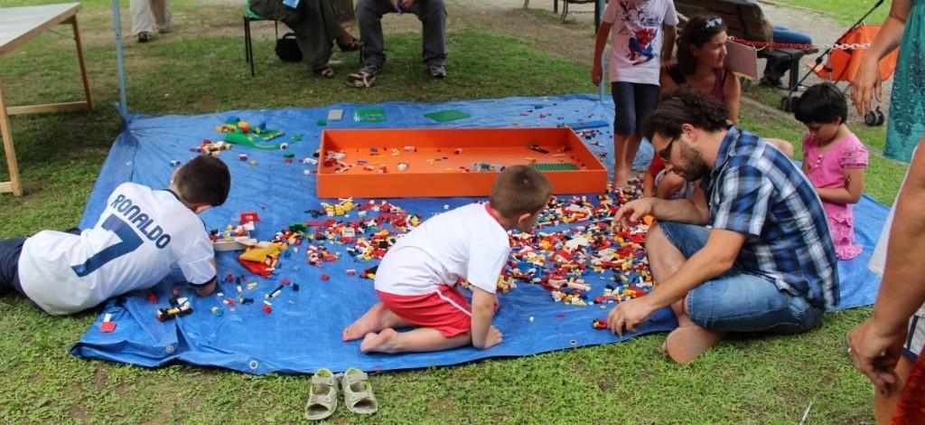 Vascone Lego - Un grande infinito divertimento con il gioco più creativo del mondo! Tutto è possibile con i mattoncini!
