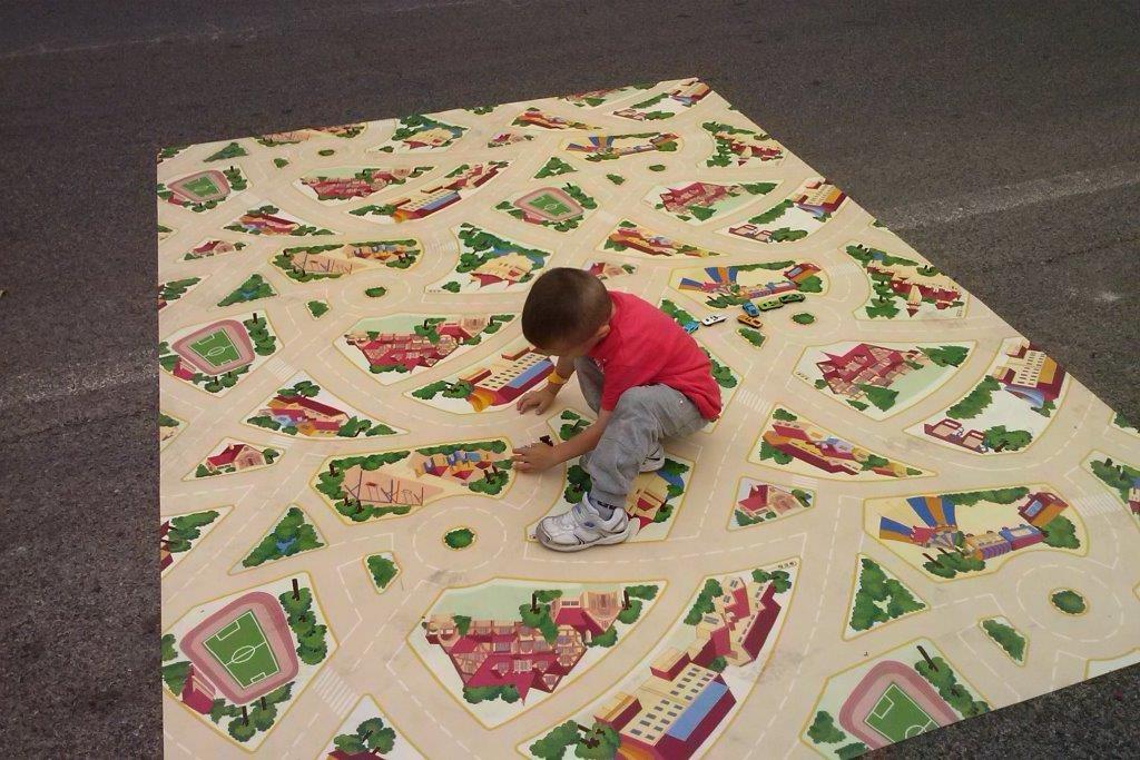 Tappeto gigante per le macchinine - Uno spazio per giocare con tante macchinine fornite da noi!